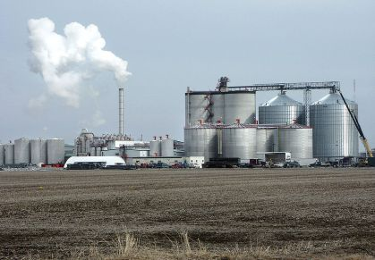 A typical ethanol plant in West Burlington, Iowa (Big River Resources, LLC). Photo by Steven Vaughn/Agricultural Research Service. ID D802-2.